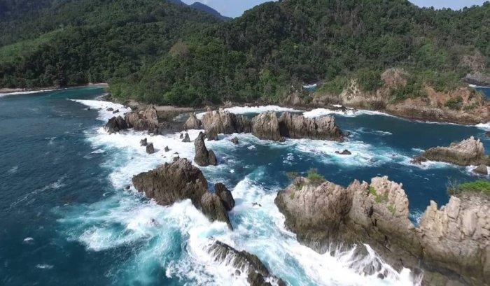 Gambar Pemandangan - Pantai Gigi Hiu Lampung