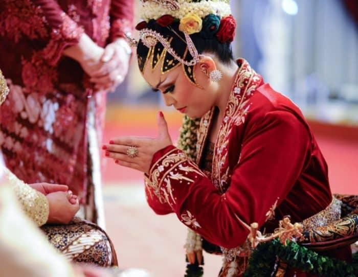 Adat Istiadat Indonesia