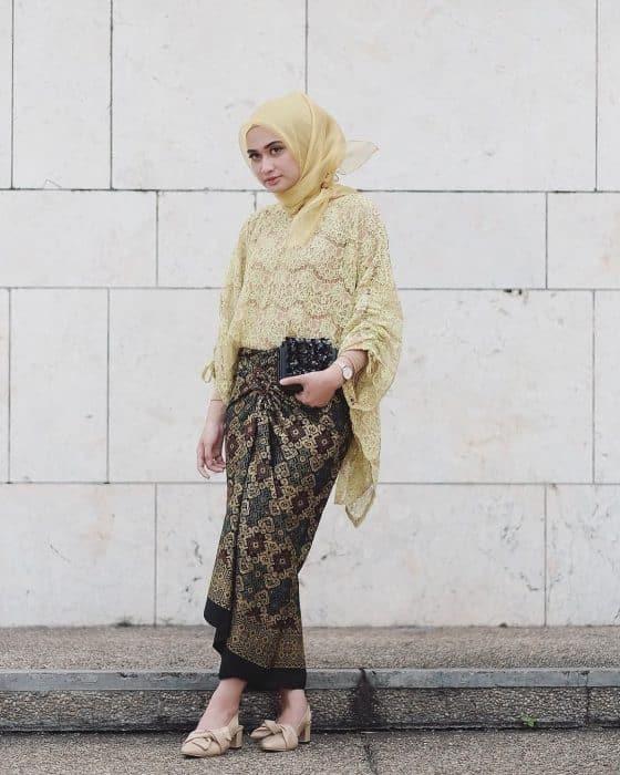 Brokat Kuning Rok Lilit Batik