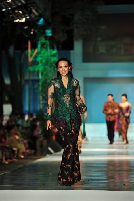 Model Baju Brokat Hijau Lumut