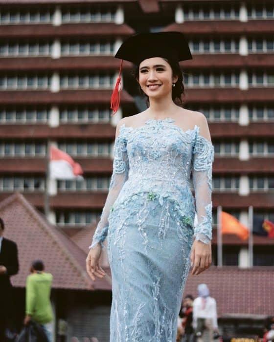 Model Baju Brokat Rok Batik Terbaru