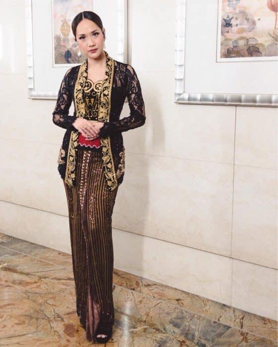 Model Baju Brokat Variasi