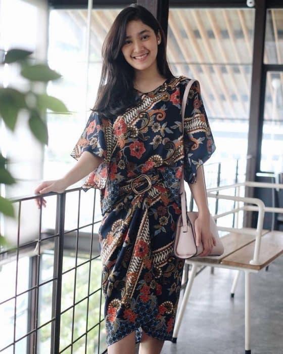 Model Batik Cheongsam Brokat Modern