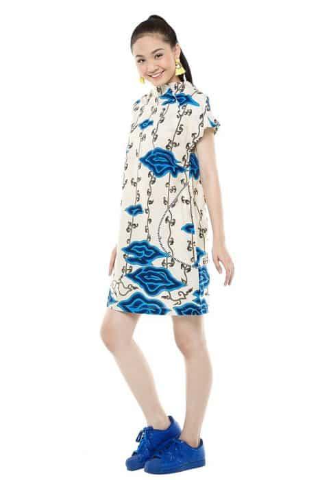 Model Batik Dress Kerah Crew Neck Dengan Sentuhan V Neck