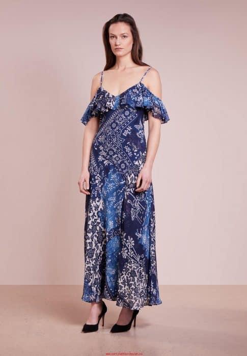 Model Batik Gaun Bahu Terbuka