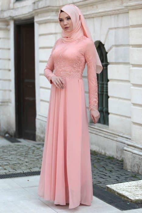 Model Gamis Brokat Dengan Kesan Mewah