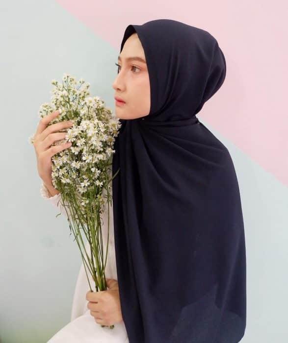 Model Hijab Panjang untuk Jalan-jalan
