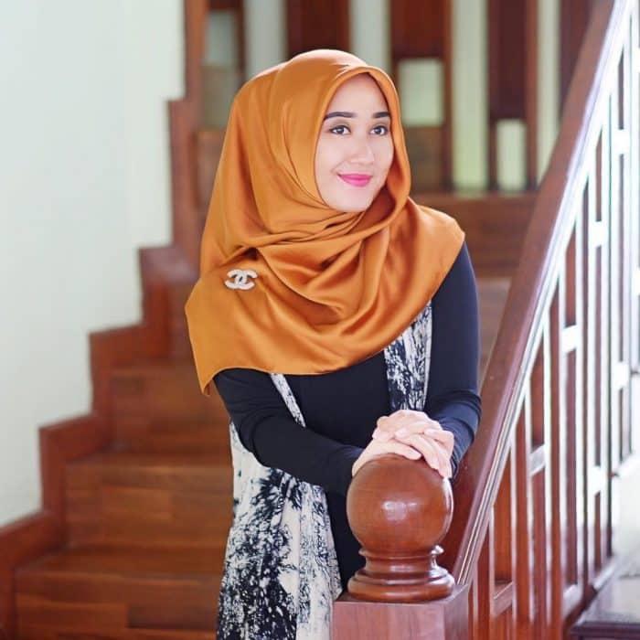 Model Hijab untuk Hunting Foto di Indoor