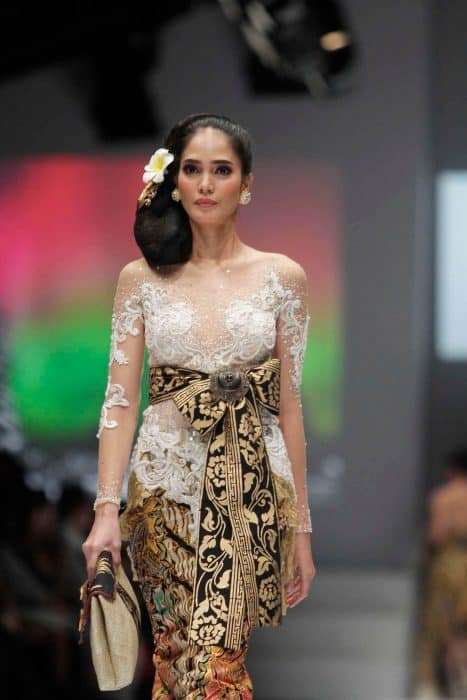 Model Kebaya Brokat Semi Formal Bali