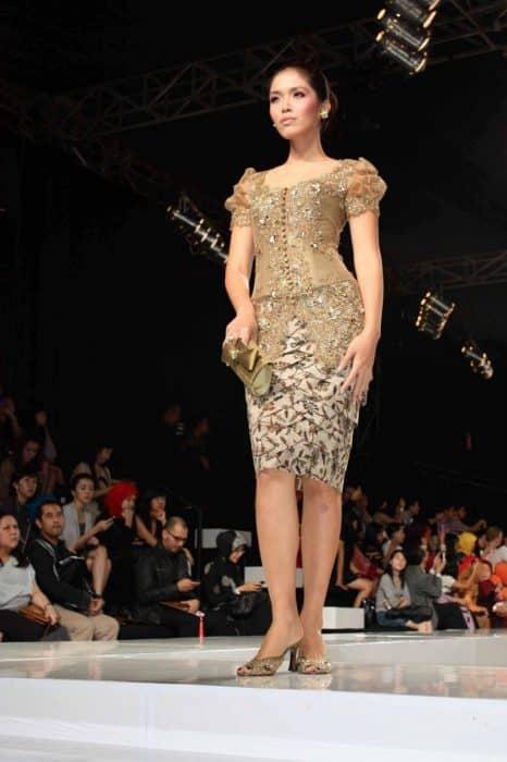 Model Kebaya Gold Brokat Elegan