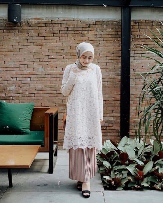 Model Kebaya Hijab Cokelat Muda