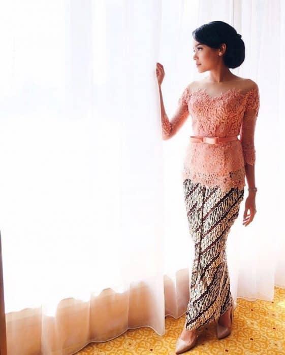 Model Kebaya Sederhana Warna Salem Lembut