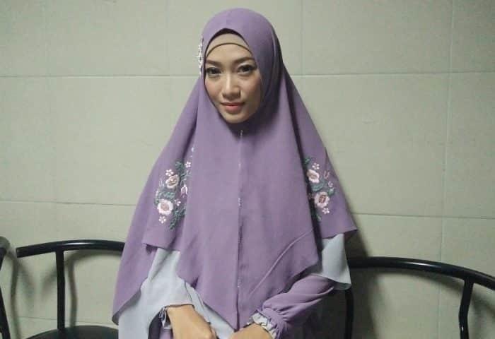 Model Hijab Panjang Simpel