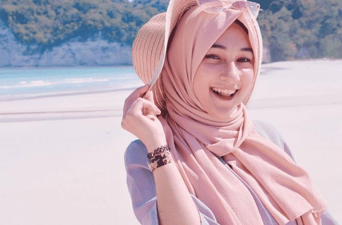 Model Hijab untuk Hunting Foto Outdoor
