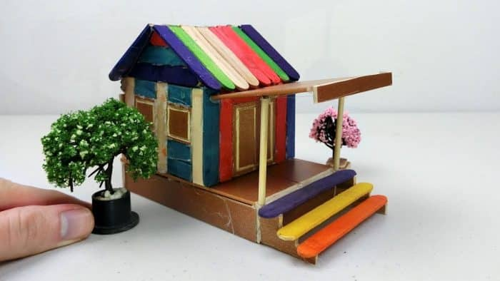Desain Rumah dari Stik Penuh Warna