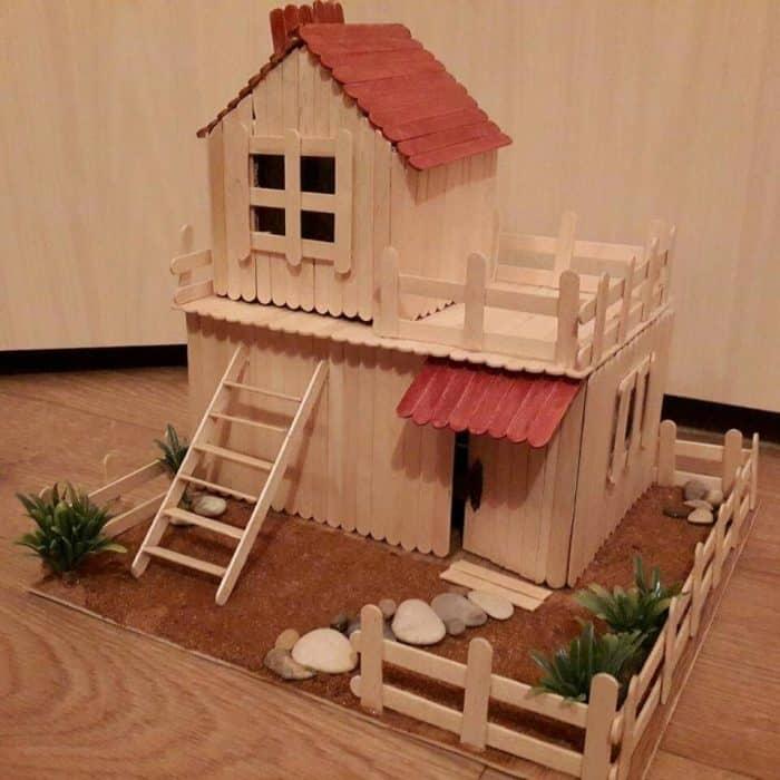 Rumah Stik dengan Lantai Tanah