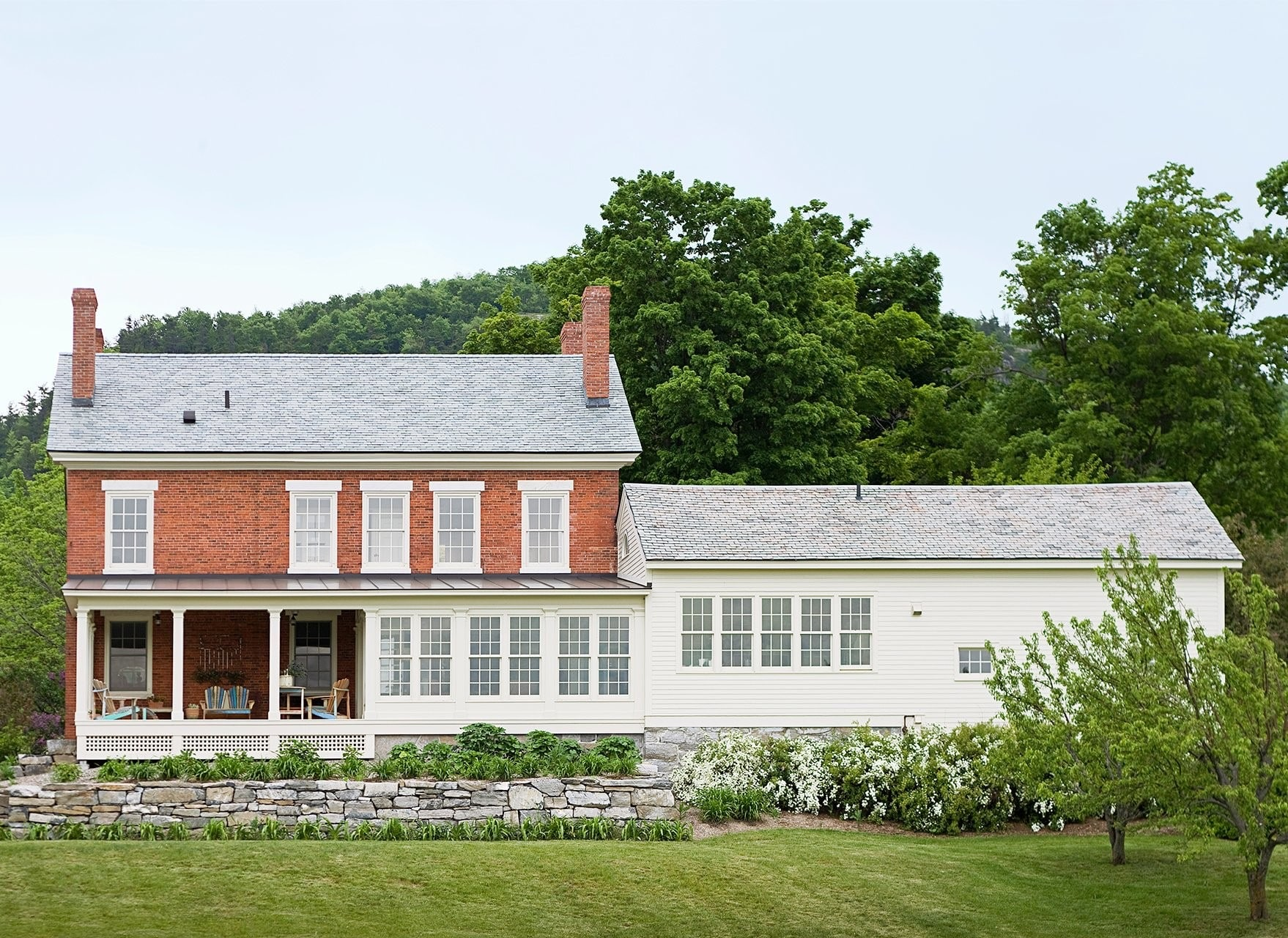 44. Desain Rumah Impian Model Villa Sederhana - Thegorbalsla