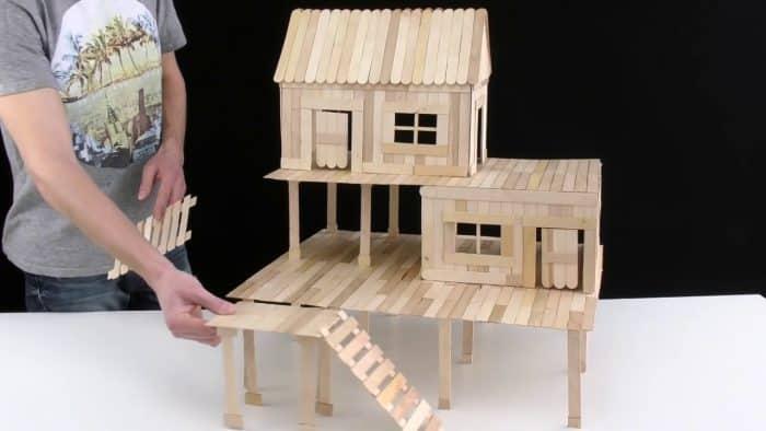 Desain Rumah Stik Berukuran Besar