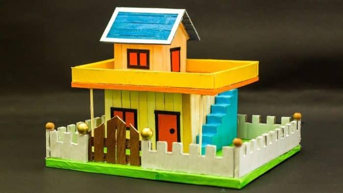 Rumah Dua Tingkat dari Stik Es Krim
