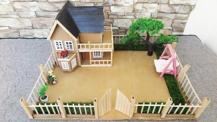 Contoh Desain Rumah dari Kardus Dua Tingkat dengan Gerbang