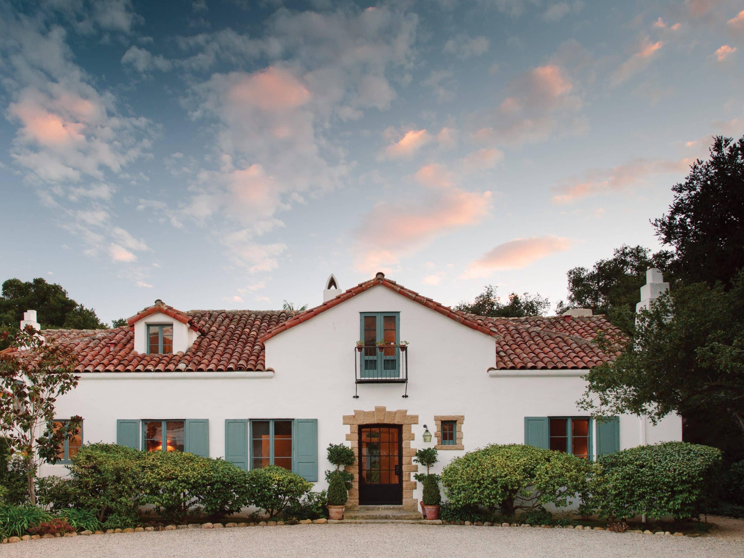Contoh Desain Rumah Gaya Eropa Klasik Memanjang Sederhana