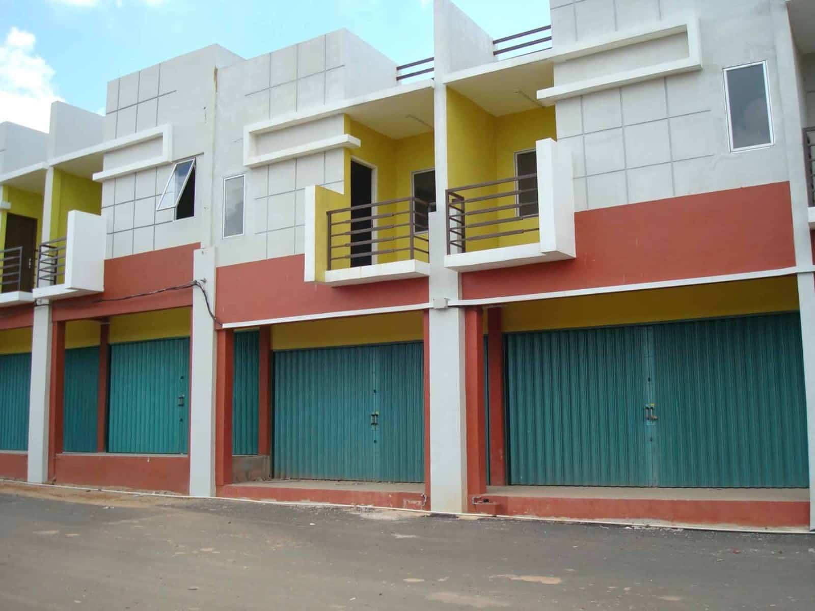 Desain Ruko dengan Balkon di Lantai 2
