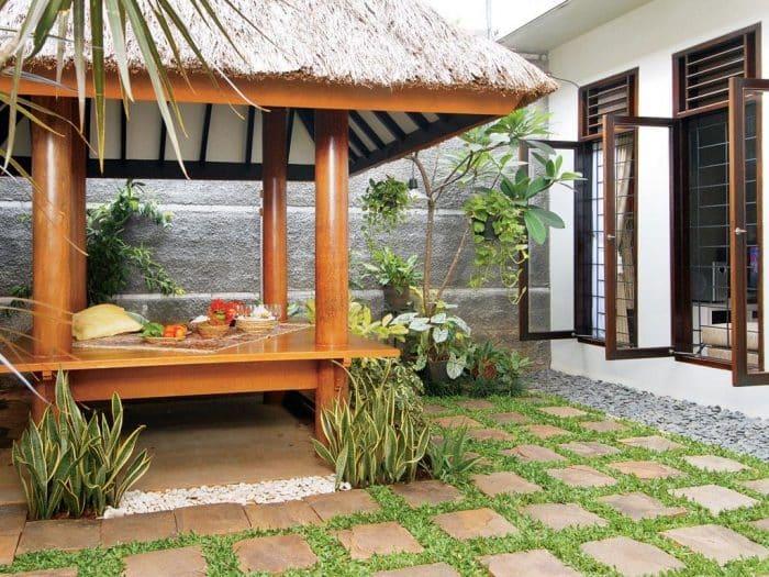 Desain Rumah Belakang dengan Saung
