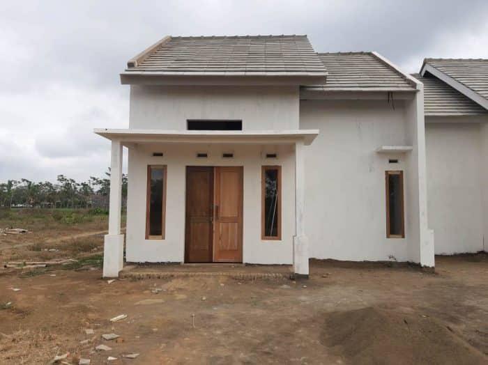 Desain rumah atap ganda untuk serambi rumah