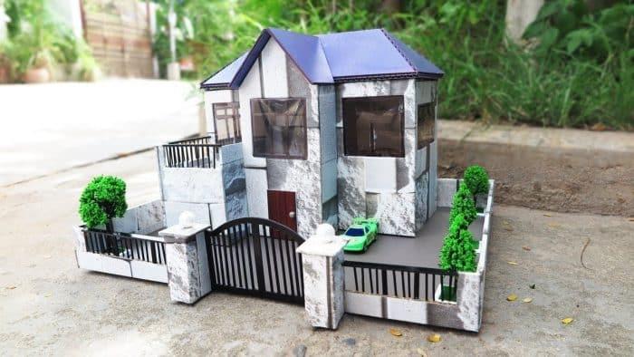 Hiasan Rumah dari Kardus Dilengkapi dengan Gerbang
