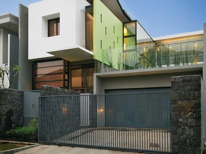 Rumah Industrial Dinding Kaca dan Tembok