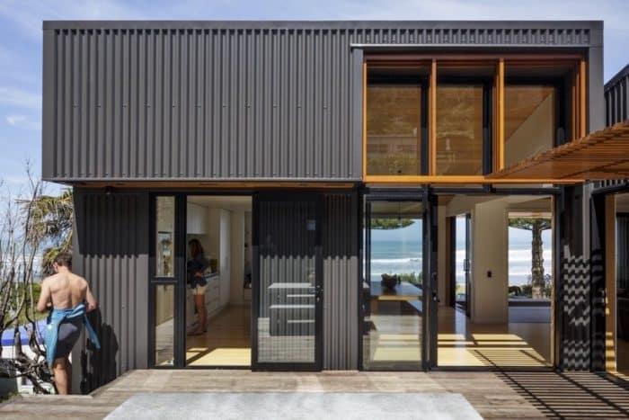 Rumah Industrial Pinggir Pantai