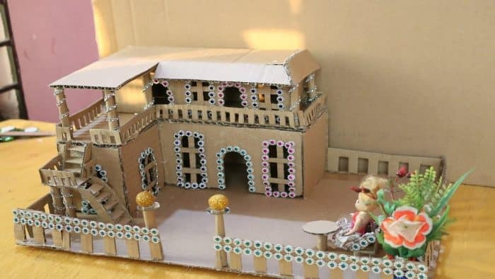 Rumah Kardus Kombinasi Mata Boneka
