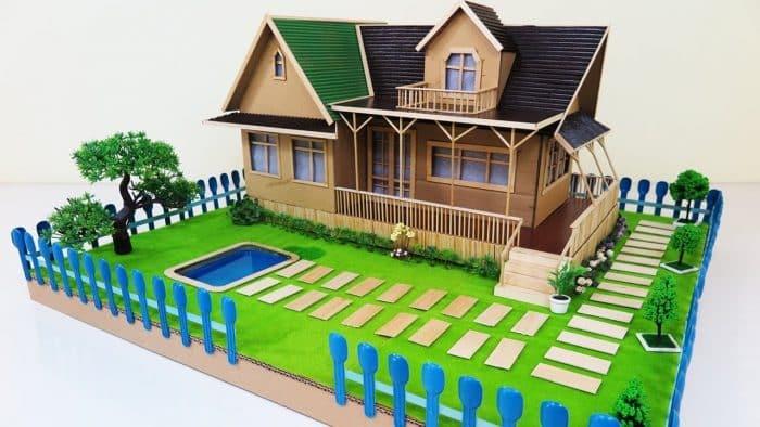 Rumah Kardus dengan Rumput Hijau dan Atap Hijau