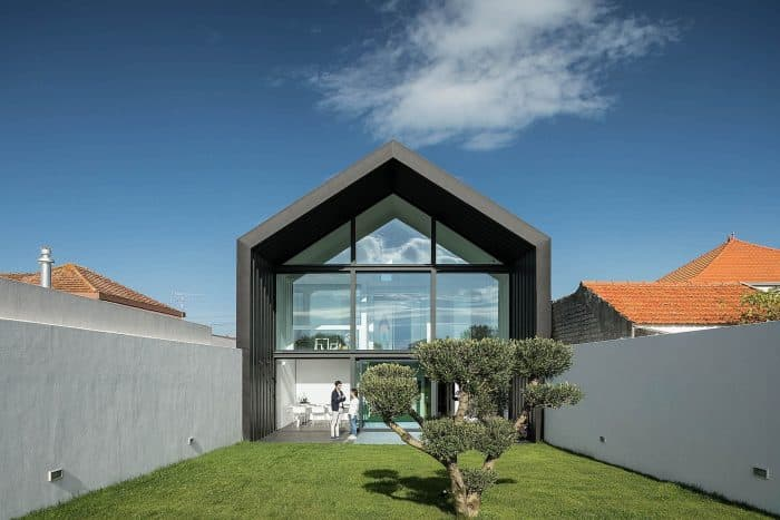 Rumah Industrial Dinding Kaca