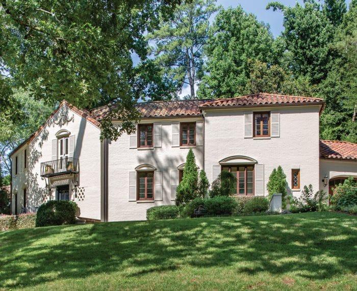 Rumah batu bata putih khas Italia