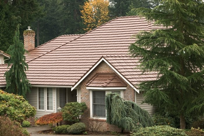 Rumah klasik di kelilingi tanaman natural
