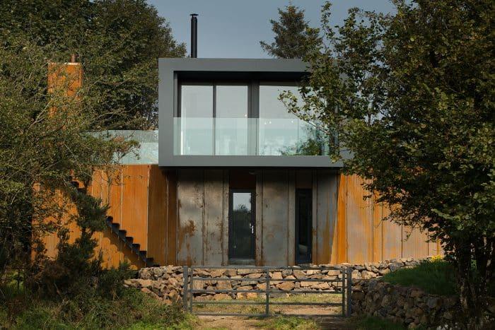 Rumah Bernuansa Pedesaan Warna Orange Abu