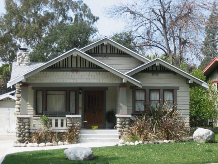 Rumah Putih Batako Batu