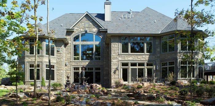 Rumah Unik Material Batu Alam