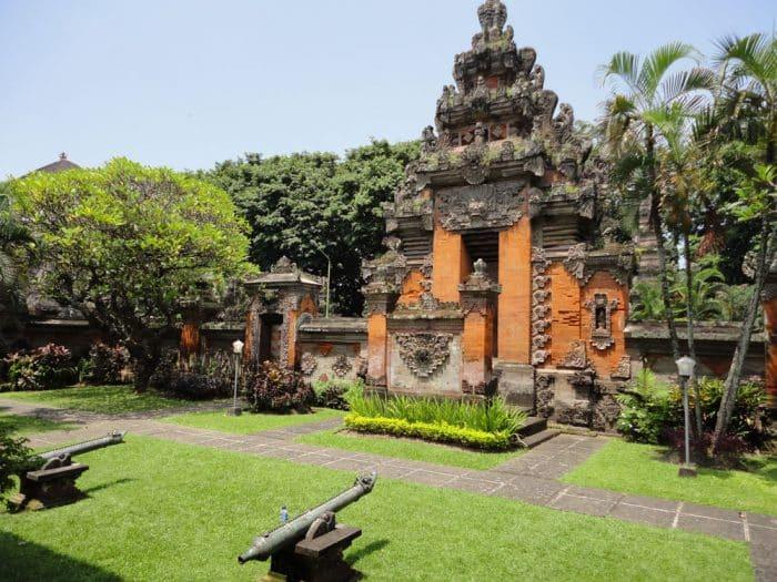 Aling-Aling Rumah Adat Bali