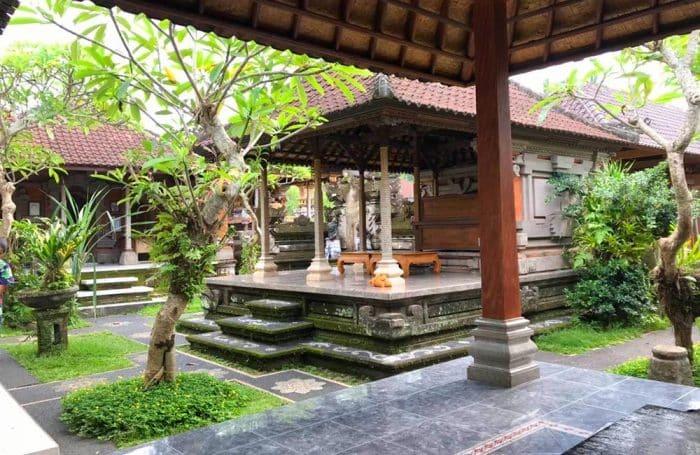 Ciri Khas Tiang Rumah Bali