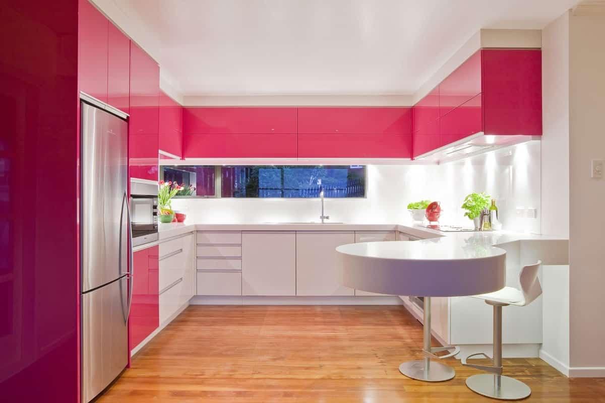 Contoh desain dapur  warna  pink  Thegorbalsla