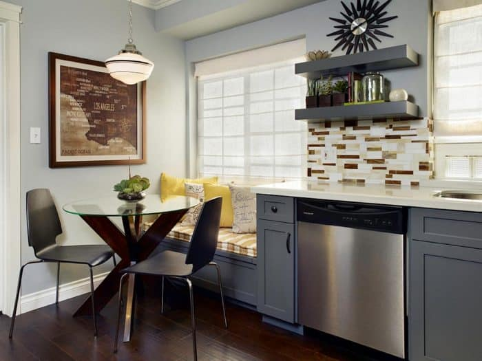 Dapur Abu Kecil Plus Sofa