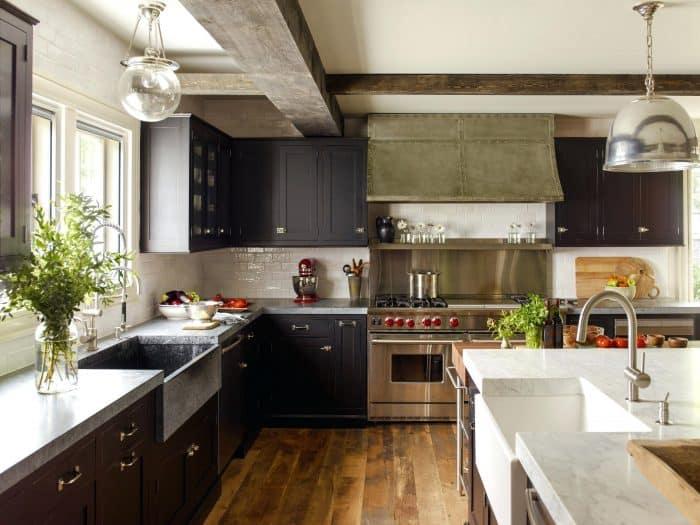 Desain Dapur Bentuk L Plus Pencahayaan Cukup