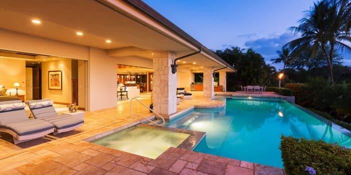 Desain Rumah Mewah dengan Kolam Air Panas