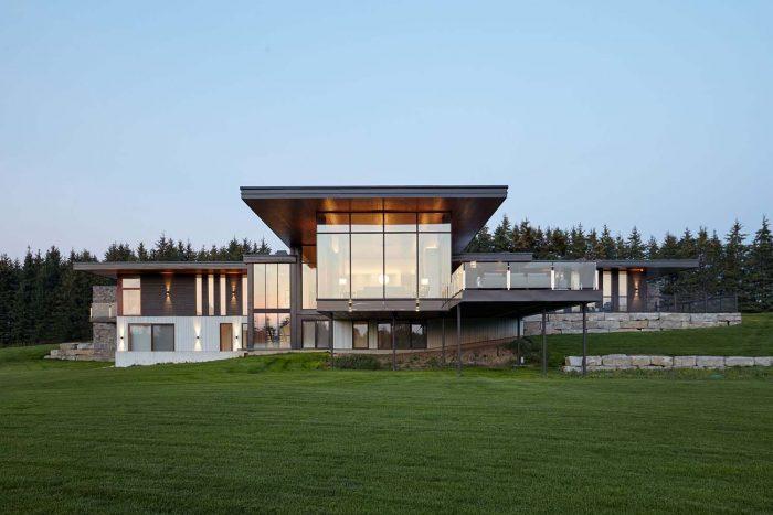 Desain Rumah Modern untuk Tanah yang Lapang