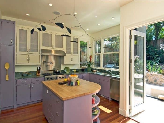 Desain dapur di sudut ruang terbuka