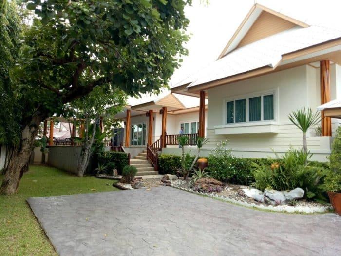 Rumah Modern Bali Sederhana