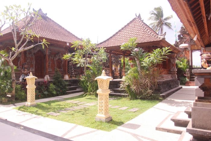 Ruangan Adat Bali yang Kental