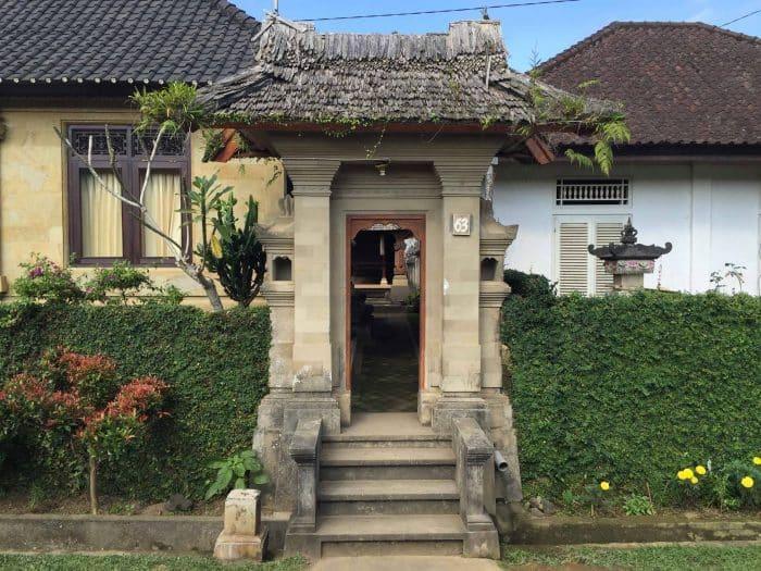 Rumah Bali Jembatan Gapura